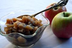 Easy-to-make, delicious apple chutney with chopped apples, onion, vinegar, brown… Apple Chutney, Cranberry Chutney, Fruit Recipes, Apple Recipes, Cooking Recipes, Yummy Recipes, Recipies, Fresco, Sauces