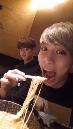 Jonghy eating his noddles and Minho is like just da fuck is wrong with you