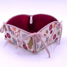 Saree Kuchu Designs, Fabric Boxes, Sewing Patterns Free, Fabric Crafts, Sunglasses Case, Diy And Crafts, Cotton Fabric, Shabby, Pottery