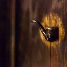 Vai in bagno e riaffiorano lezioni di Pillon 😂 🤘🏻#cecinestpasunepipe #art #woodwork #cristopherbreda