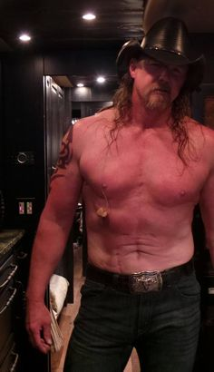 Trace Adkins.  Mom would love this picture!!!