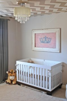 Amazing chevron ceiling in the baby's room - #chevron #nursery