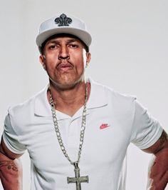 O vocalista dos Racionais MCs Mano Brown apresenta músicas do grupo e da carreira solo (Foto: Divulgação)