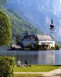 Beautiful View of Castle Orth, Austria. Orth Castle is situated in the Traunsee lake, in Gmunden, 19 km from Vöcklabruck, the gate to Salzkammergut. Places Around The World, Oh The Places You'll Go, Places To Travel, Places To Visit, Around The Worlds, Gmunden Austria, Wonderful Places, Beautiful Places, Austria Travel