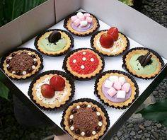 """Buat yang pada bingung nyari cake buat orang-orang tercintanya disini tempatnya  Yukkkk buruan cobain  Mumpung lagi ada PROMO HARGA SPECIAL nihhh!  @beverleene.pastries  For more information contact on:  LINE: @klp3349c (use """"@"""") WA: 087859208403  #pietart #pie #pastry #kulinermalang #malangfoodies #deliveryorder #exploremalang #malang #culinary #cheese #strawberry #taro #matcha #beverleene #beverleenepastries"""