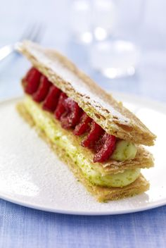 Desserts allégés : le plaisir sans les calories - Mille-feuille pistache framboise - Femme Actuelle