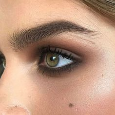 Eye Makeup Tips.Smokey Eye Makeup Tips - For a Catchy and Impressive Look Natural Summer Makeup, Natural Eye Makeup, Blue Eye Makeup, Makeup For Brown Eyes, Skin Makeup, Smoky Brown Eye Makeup, Natural Smokey Eye, Smokey Eyeshadow, Natural Brows