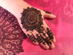 New Bridal Mehndi Designs 2019 - Top Mehandi Design Trends For The Year Finger Henna Designs, Full Hand Mehndi Designs, Mehndi Designs For Girls, Latest Mehndi Designs, Round Mehndi Design, New Bridal Mehndi Designs, Beautiful Mehndi Design, Bridal Henna, Foot Henna