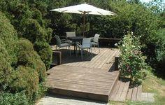 Lav en terrasse det sted i haven, hvor der er flest solskinstimer.