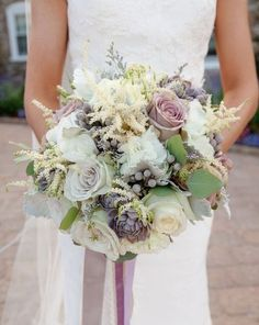 Grey and lavender or lilac grey color combo is a very subtle and gentle one, perfect for the couples that are looking for delicate shades for their big day.