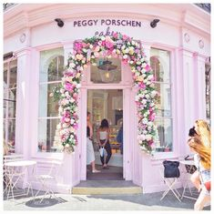 Peggy Porschen cakes. London. See this Instagram photo by @fashionfoiegras • 235 likes