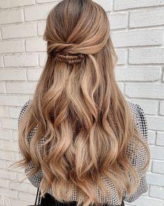 "𝙲𝚒𝚗𝚝𝚒𝚊 𝙹𝚊𝚜𝚜𝚘 on Instagram: ""💍💍💍💍💍💍 @itzaharalg . . . . . #novias #allmodernhair #hotonbeauty #editorialhair #hairstyle #hairdresser #hairdo #modernsalon #americansalon…"" Boho Bridal Hair, Bridal Hair Inspiration, Editorial Hair, Hairdresser, Hairstyle, Long Hair Styles, Beauty, Instagram, Hair Job"