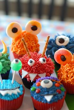 monster cupcakes, perfect for halloween (cute birthday food ideas) Monster 1st Birthdays, Monster Birthday Parties, Birthday Gifts For Boys, Birthday Fun, First Birthday Parties, First Birthdays, Birthday Ideas, Halloween Birthday, Monster Cupcakes