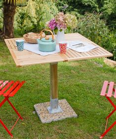 Create a garden table Make A Table, Diy Table, Woodworking Projects Diy, Wood Projects, Outdoor Crafts, Outdoor Decor, Home Furniture, Outdoor Furniture, Garden Table