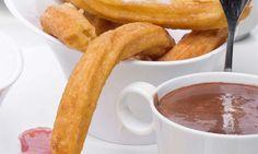 No puede faltar el clásico chocolate a la taza acompañado de churros caseros, un buen desayuno o merienda para los días de frío.  Más info: http://www.hogarutil.com/cocina/recetas/postres/201210/postres-chocolate-16763.html#ixzz3BekStq43