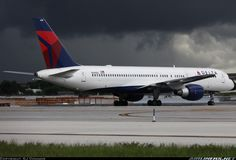 Boeing 757-232 aircraft picture