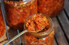 Zacusca de fasole pastai (galbena sau verde) Canning Vegetables, Canning Pickles, Romanian Food, Canning Recipes, Preserves, Vegetarian Recipes, Food And Drink, Mexican, Ethnic Recipes