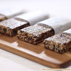 Plum and walnut amaranth bars. Would sub figs for plums and organic cereal for amaranth. Healthy Fruits, Healthy Sweets, Healthy Snacks, Sugar Free Vegan, Nutella Spread, Hazelnut Spread, Granola Bars, Vegan Snacks, Delicious Snacks