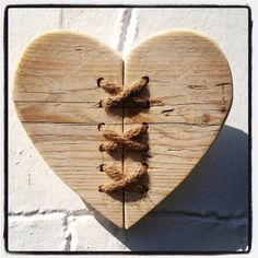 Driftwood & Twine Heart Wall Hanging by driftingtides on Etsy Heart Diy, Heart Crafts, Small Wood Projects, Creation Deco, Heart Wall, Wooden Hearts, Wood Slices, Into The Woods, Woodworking Projects
