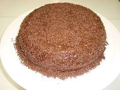 Faça um delicioso bolo gelado de chocolate, vai ser um sucesso na sua casa como é aqui na minha ! INGREDIENTES 8 ovos 2 xícaras (chá) de açúcar 1 xícara (chá) de óleo 2 e ½ xícaras (chá) de farinha de trigo 1 xícara (chá) de chocolate em pó ½ xícara (chá) de água morna …