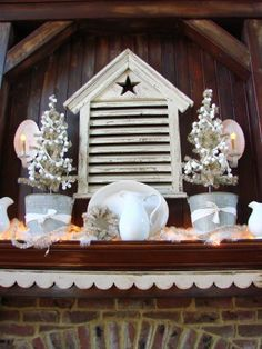 Aunt Ruthie has decorated the Sugar Pie Farmhouse and is ready for guests...come on in and check out the holiday decor!