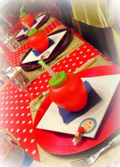 Apple drinks at a Snow White party #snowwhite #partydrinks