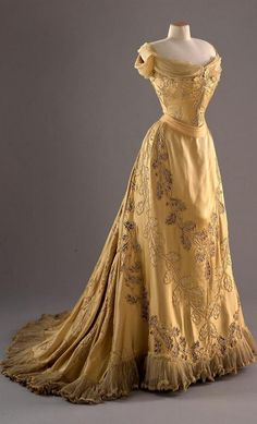 House of Worth, French, Evening Gown Made of silk and chiffon; Lady Curzon's House of Worth Yellow Silk Evening Gown with oak leaf design by Jean-Philippe Worth, ca. 1900s Fashion, Edwardian Fashion, Vintage Fashion, Edwardian Era, Edwardian Dress, Edwardian House, Victorian Evening Gown, Victorian Dress Costume, 19th Century Fashion