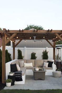 The Happiness of Having Yard Patios – Outdoor Patio Decor Small Backyard Patio, Pergola Patio, Diy Patio, Backyard Gazebo, Pergola Kits, Modern Pergola, Patio Decks, Backyard House, Backyard Kitchen