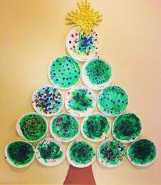 """Luciane♥️Coord.Pedagógica on Instagram: """"🎈Árvore de pratinhos 🎈 Feita com pratinhos de papelão, gliter e lantejoulas, guache e muita criatividade! . . 🎀By Ferinhasdosaber . .…"""" Christmas Art For Kids, Preschool Christmas Crafts, Daycare Crafts, Toddler Christmas, Classroom Crafts, Christmas Plates, Christmas Crafts For Kids, Christmas Activities, Christmas Themes"""