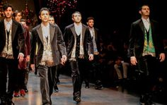 Os protagonistas do desfile masculino da grife italiana Dolce & Gabbana no último dia 12 foram novamente meninos e homens sicilianos selecionados pelos