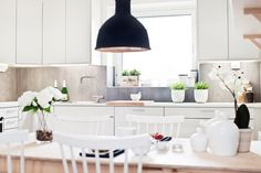 White & wood in the kitchen
