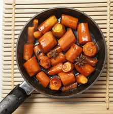 Ίσως ότι πιο νόστιμο έχετε δοκιμάσει με μαγειρεμένο καρότο. Υπέροχη γλυκιά γεύση, υφή μαλακή όπου το λαχανικό λιώνει στο στόμα και υπέροχο άρωμα από αστεροειδή γλυκάνισο. Συνοδέψτε ένα ροδαλό γουρουνόπουλο φούρνου ή μια γαλοπούλα γεμιστή με κάστανα Pot Roast, Sweet Potato, Sweet Home, Potatoes, Vegetables, Ethnic Recipes, Food, Carne Asada, Roast Beef