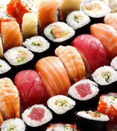 Sushi for Beginners. Sushi (vinegared rice) Nigiri (rice roll) Maki (seaweed and rice roll) Nigiriand Sashimi (raw fish only). Sashimi, Nigiri Sushi, Sushi Sushi, Sushi Food, Sushi Bars, Chef Sushi, Sushi Etiquette, My Favorite Food, Favorite Recipes