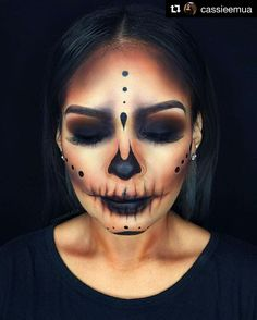 Halloween Beauty: Nobody steals the show with these looks – Halloween Make Up Ideas Looks Halloween, Creepy Halloween Makeup, Halloween Inspo, Halloween Skeletons, Easy Halloween, Halloween 2018, Skeleton Halloween Costume, Creepy Makeup, Halloween Stuff