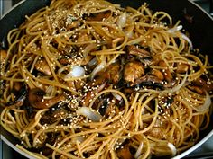 Wok al ajonjolí de pasta integral con champiñones (30 minutos)