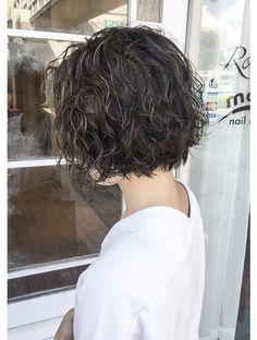 Short Haircut Thick Hair, Short Hair Cuts, Zottiger Bob, Bob Perm, Medium Hair Styles, Curly Hair Styles, Cute Haircuts, Wavy Bob Hairstyles, Hair Scalp