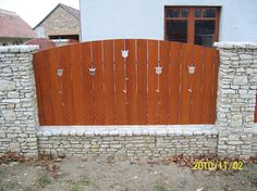 Fence option to match house style Wooden Gates, Wooden Fence, Fence Options, Compound Wall, Fence Gate, Garden Trellis, Home Projects, New Homes, Exterior