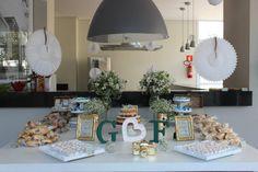 Mesa de Doces em verde e branco para chá de cozinha