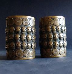 INDIA_NAGALAND (Konyak)  The bronze armlets from the XIX century, fused with cast bronze process, could only be used by headhunters.
