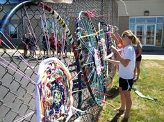 Hula Hoop Weaving Instructions art & ideas that grow: Summer School- Hula Hooping, They made the hoops first with PVC pipe Group Art Projects, School Art Projects, Collaborative Art Projects For Kids, Middle School Art, Art School, High School, School Kids, Hula Hoop Weaving, Fence Weaving