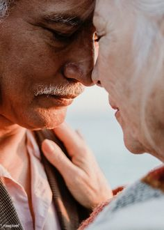 Elderly Couples, Old Couples, Old Couple Photography, Photography Ideas, Portrait Photography, Couple Senior Pictures, Couple Aesthetic, Image Fun, Photo Heart