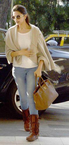 Deepika Padukone at the Mumbai airport. #Bollywood #Fashion #Style #Beauty