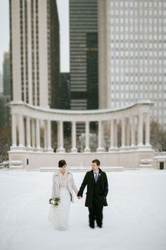 Winter wedding in Chicago | Snowy wedding | Couples pictures in the snow | by Mark Trela Photography (www.marktrela.com)