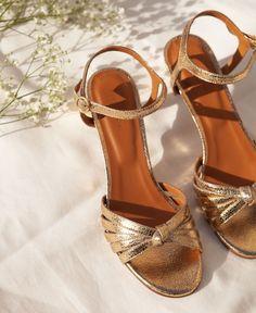 Escarpins n°77 Gold Baskets, Flats, Sandals, Wedding Shoes, Sneakers, Dark Blue, Hair Beauty, Heels, How To Wear