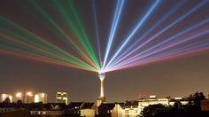 Lichtshow am Rheinturm Düsseldorf