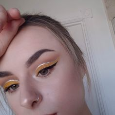 Yellow glitter cut crease inspired by Tina Halada ? - Yellow glitter cut crease inspired by Tina Halada ? You are in the right place abo - Eye Makeup Glitter, Eye Makeup Tips, Makeup Goals, Makeup Inspo, Makeup Inspiration, Beauty Makeup, Hair Makeup, Retro Eye Makeup, Cut Crease Glitter