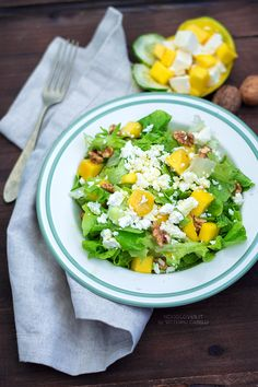 Mango salad with feta and walnuts. Perfect for every occasion; fresh and delicious!  Here the recipe http://noodloves.it/insalata-mista-mango-feta-noci/    Lunch box, side dish, mixed salad