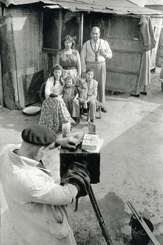 Montreuil. 1953  \\ Henri Cartier-Bresson (1908  - 2004 ) est un photographe français.