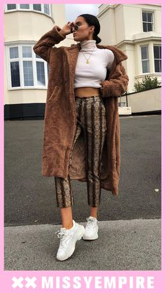 Get wrapped up girl! Our Kaydence Brown Teddy Faux Fur Coat features longline design, teddy style, faux fur and button up detailing. Style over your a… – Coat of arms New Fashion, Trendy Fashion, Fashion Outfits, Classic Fashion, Fall Outfits, Fashion Ideas, Trench Coat Outfit, Trench Coats, Brown Faux Fur Coat