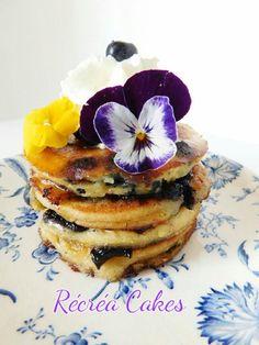 Pancakes aux myrtilles / Recréa Cakes Breakfast, Food, Whipped Cream, Morning Coffee, Essen, Meals, Yemek, Eten